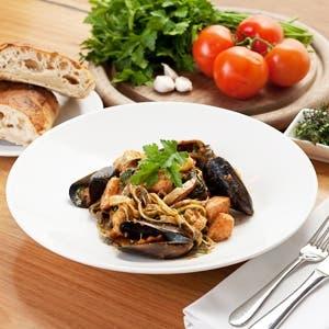 seafood-lingunine-tom-pesto